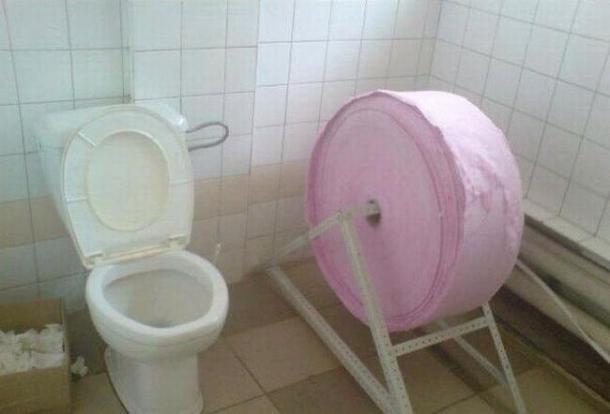 Le plus grand rouleau papier toilette du monde image dr le soci t - Papier toilette en gros ...